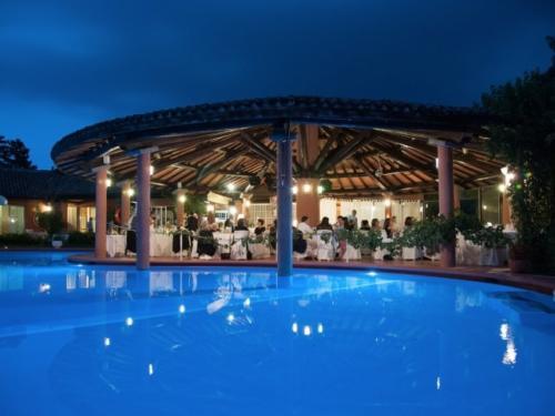 piscina la sera